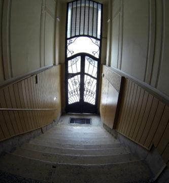¿Cómo hacer la limpieza de escaleras de una comunidad de vecinos? limpieza de escaleras